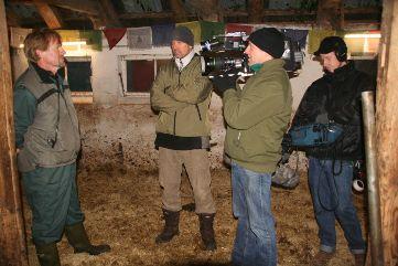v.l.: Tierarzt Dr. Frajo Siepelmeyer, Redakteur, Kameramann, Tontechniker