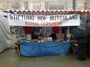 Unser Infostand am letzten Samstag auf dem Vegan-Vegetarischen Sommerfest in Berlin auf dem Alexanderplatz .